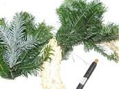 Větvičky jehličnanů (jedle a stříbrného smrku) si nastříhejte na cca 15cm