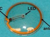 Zobrazovací čočka v detailu. Zkratka IC označuje integrovaný obvod, po obvodu