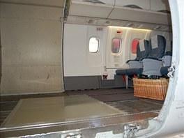 Prostor připravený pro transportní bednu s Mojou: bylo nutné odmontovat