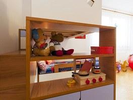 Schody k hornímu lůžku jsou bezpečné i pro menší dítě.