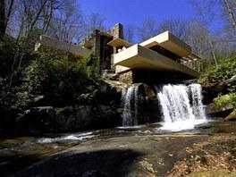 Mezi nejznámější stavby architekta Franka Lloyda Wrighta patří dům Vodopád