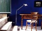 Barevné stěny příjemně osvěžují interiér.