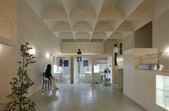 Centrální obytnou zónou je obývací pokoj s kuchyní a jídelnou.
