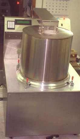 Vesmírná pračka a sušička určená pro práci v nulové gravitaci