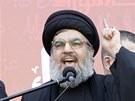 Šéf Hizballáhu Hasan Nasralláh mezi svými příznivci v Bejrútu (6. prosince 2011)