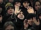 Stoupenci hnutí Hizballáh poslouchají zprostředkovaný projev Hasana Nasralláha (1. prosince 2011)