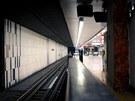 Pohled od kanceláře provozního technika do stanice metra C Florenc.