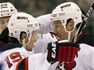 RADOST ĎÁBLŮ. Petr Sýkora (vlevo) z New Jersey gratuluje ke gólu Iljovi