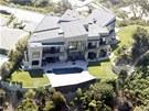 Rihanna tvrdí, že dům prodávaný jako luxusní sídlo má tolik závad, že je