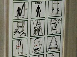 Na každém žebříku najdete piktogramy k bezpečnosti práce.