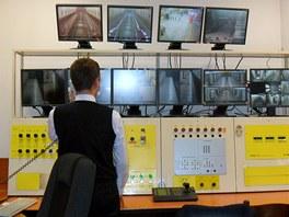 Dozorčí stanice hlídá provoz ve stanici. Na starosti má nástupiště, výtahy i