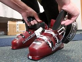Velikost boty se zkouší v prázdném skeletu (bez vnitřní látkové nebo pěnové