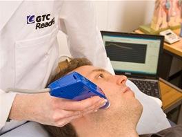 Součástí vývoje je také podrobné zkoumání pleti a vousů před a po holení.
