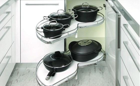 Výsuvný rohový systém Le mans už používá mnoho výrobců kuchyní. Cena v šířce