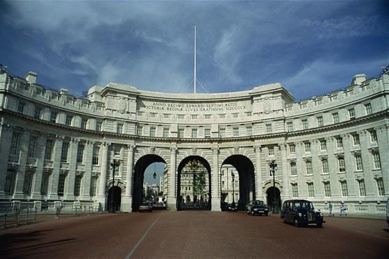 Z budovy Admirality se může stát hotel, restaurace, galerie, muzeum nebo