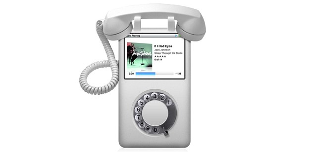 Apple iPhone m�l být jen vylep�eným iPodem. Nakonec ale Apple p�i�el s