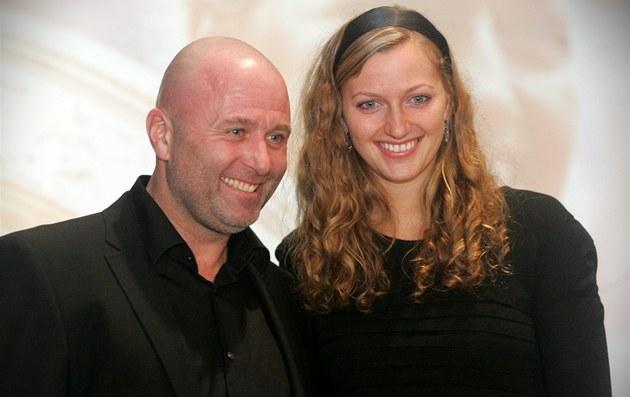 Petra Kvitová s trenérem Davidem Kotyzou na setkání s ob�any Fulneku. (13.