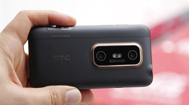 HTC EVO 3D: multimediální monstrum s ob�ím displejem