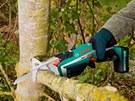 Nástavec fixuje řezanou větev, aby se netřásla.
