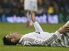 LE��C� PORTUGALEC. Cristianu Ronaldovi se proti obran� Barcelony p��li�