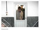 Kim Čong-il kouká na dveře