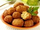 Košer latkes - smažené bramboráčky ve formě šištiček