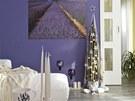 Veškeré vánoční dekorace včetně minimalistického vánočního stromku jsou laděné