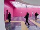 Růžový odstín vyvinula společnost DuPont přímo pro potřeby projektu neapolské