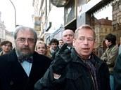 Vladimír Hanzel (vlevo), Václav Havel a Ladislav Špaček (vpravo) v roce 1999 na