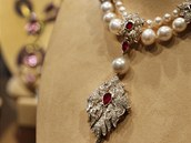 Perlový náhrdelník La Peregrina, který Elizabeth Taylorová dostala jako dárek