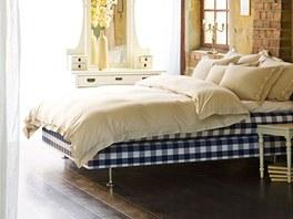 Kontinentální verze postele Hästens má dvě pružinové matrace a řadu vrstev z koňských žíní a vlny.