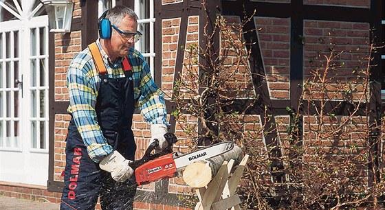 Kdo není líný a připraví si dřevo sám, může výrazně ušetřit.