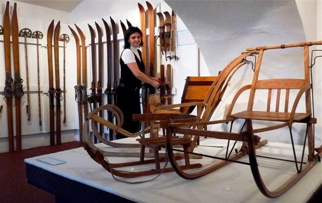Výstava starých ly�í a sání v Trutnov� s názvem A� to fr�í!