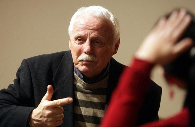 Známý písecký rodák a herec divadla Járy Cimrmana Petr Brukner vystavauje své