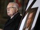 Prezident V�clav Klaus hovo�� ke smute�n�m host�m o V�clavu Havlovi. (23.