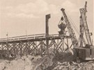 Hloubení základů národního podniku NHKG Ostrava v roce 1951. Firma, byť nyní už