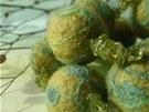 Plstěné korále vyšívané, kombinované s olivíny (autorka Clame z Liberce, 310 Kč)