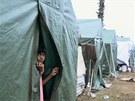 Mnoho Šrílančanů se po tsunami muselo přesunout do provizorních domovů, jako