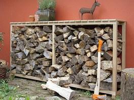 Dřevo skládejte tak, aby mohlo větrat.