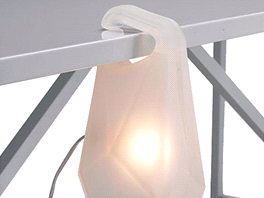 Z�v�sn� lampa Jerry je ze silikonu, tak�e vlastn� nezni�iteln�.