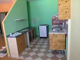Původní obývací pokoj s kuchyňským koutem