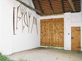 Jedna z vnitřních částí hliněného Domu bratří Úprků v Kněždubu, kde se dnes