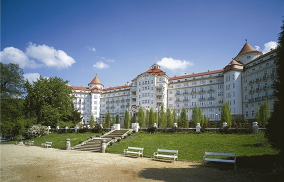 Hotel Imperial - jako stavba se těžko zařazuje k nějakému stylu,  proto se v