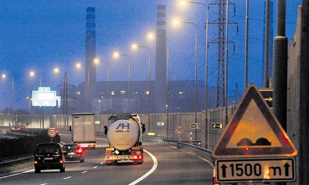 Na ostravské dálnici rychle p�ibývá �ada omezení.