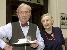 Vídeňský kavárník Leopold Hawelka se svojí ženou Josefine na archivním snímku