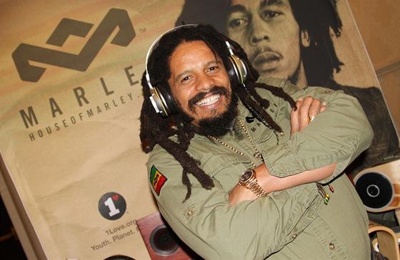 Syn Boba Marleyho Rohan představuje novou řadu sluchátek značky House of Marley.