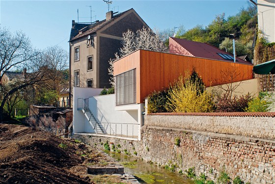 Rodinný dům v Hlubočepech. Součástí řešení byl i vztah objektu k Dalajskému