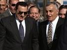 Husní Mubarak s izraelským ministrem obrany Jicchakem Mordechajem. Mírovými