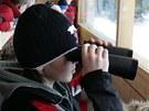 Pozorování zvěře ve srubu na Šumavě.