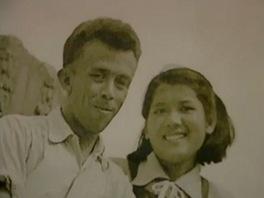 Josef Hejzlar s man�elkou v dokumentu jeho vnu�ky Eli�ky Junkov�
